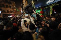 Tưng bừng 'Tết Tây' ở phố cổ Hà Nội