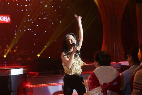 Đoan Trang biến hóa như tắc kè trong liveshow đầu năm