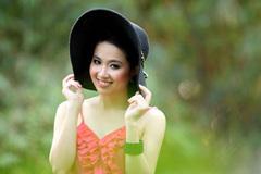 Lê Khánh làm MC chương trình hài