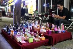 Nước hoa 10.000 đồng ở vỉa hè Sài Gòn