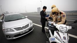 Hà Nội xử phạt dừng chụp ảnh trên cầu Nhật Tân