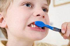 Rụng hết hàm vì đánh răng sai cách