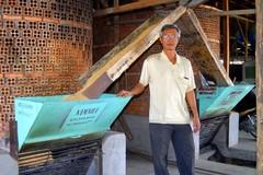 Qua mặt Tiến sỹ, lão nông chế máy sấy xuất qua Campuchia