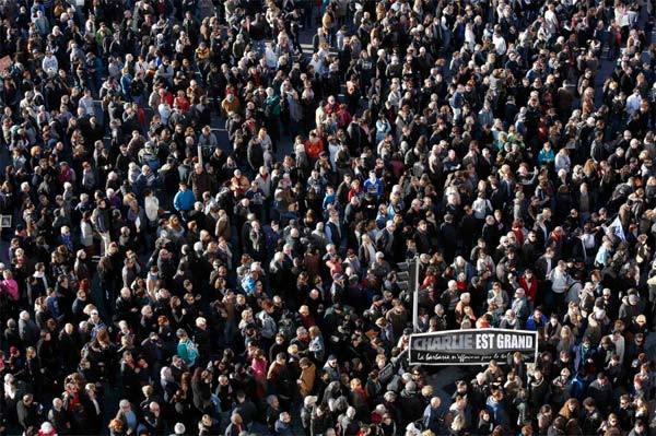 700.000 người Pháp xuống đường tưởng nhớ nạn nhân khủng bố