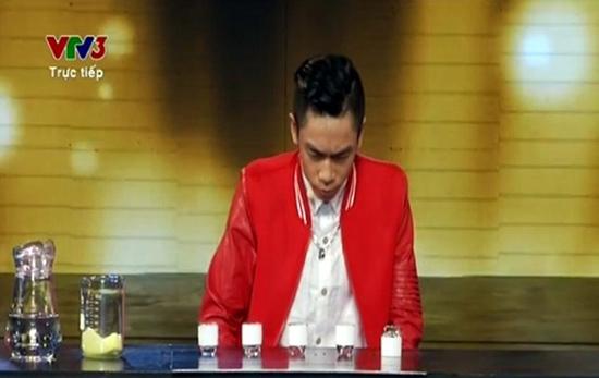 Uống nhầm axit trên sóng truyền hình: Chiêu trò hay tai nạn?