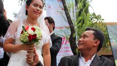 Nhẫn cưới và những 'phi vụ' từ thiện