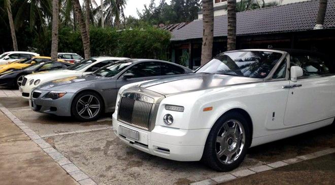 Thuế ôtô 200%: Giá tăng gấp đôi, trùm xe sang phát hoảng