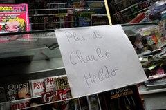 """Báo Charlie Hebdo """"cháy hàng"""", dân vẫn chờ mua"""