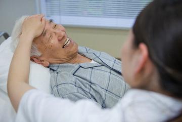 Phẫn nộ khi vợ có ý muốn đưa bố tôi vào viện dưỡng lão