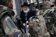 Pháp bắt 54 người bị nghi ủng hộ khủng bố
