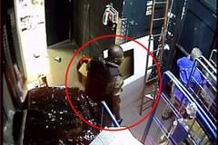 Hé lộ ảnh trong cửa hàng tạp hóa bị khủng bố ở Paris