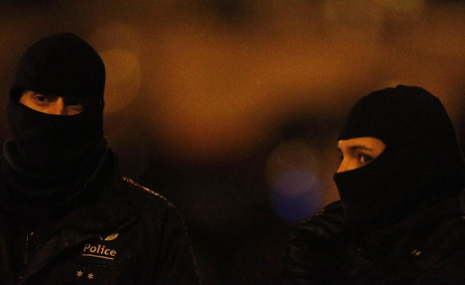 Cảnh sát Bỉ bắn chết 2 nghi phạm khủng bố - 3