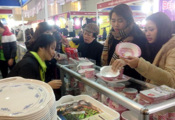 Dân Việt ăn Tết 'made in Thailand': Đủ nước chấm, hương thơm