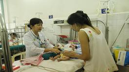 Trời lạnh, nhiều trẻ phải nhập viện cấp cứu