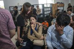 Người nhà nạn nhân QZ8501 bức xúc vì tiền bồi thường ít