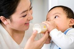 6 không khi cho trẻ dùng sữa bột