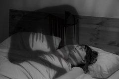 """Giải mã bí ẩn """"bóng đè"""" khi sắp tỉnh giấc"""