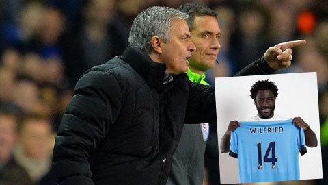 """Vừa mua được Bony, Man City đã bị Mourinho """"đá đểu"""""""
