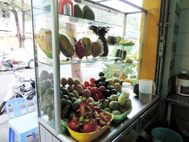 Thưởng thức chè trái cây Nha Trang