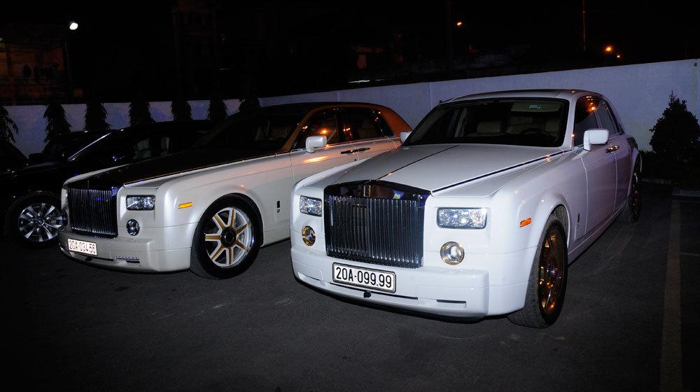 Cặp đôi Rolls-Royce Phantom biển đẹp về Hà Nội 'chơi'