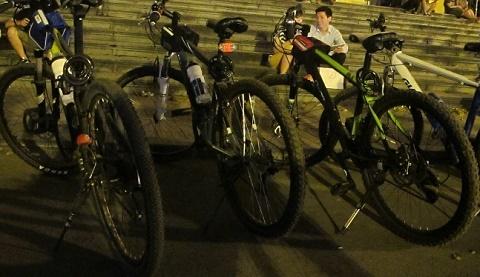 """Thú chơi """"siêu xe đạp"""" có giá ngang ngửa xe hơi của giới nhà giàu HN"""
