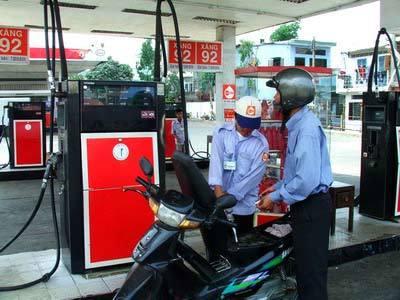 Giá xăng tiếp tục giảm 1.450 đồng/lít