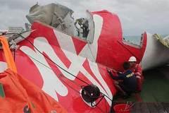 Thấy thi thể nạn nhân QZ8501 vẫn thắt dây an toàn