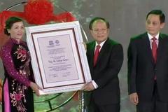 Tràng An đón nhận bằng di sản của UNESCO