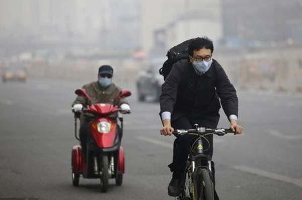 Bắc Kinh đóng cửa 300 công ty vì ô nhiễm - 1
