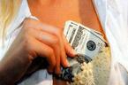 Lương thấp, tiếp viên hàng không chuyển nghề mại dâm?