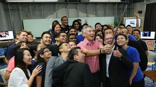 Thủ tướng Singapore chat với dân qua Facebook - 4