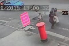 Nổ hố ga trên đường, bé gái thoát chết trong gang tấc