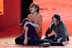 Angela Phương Trinh gào khóc trên sân khấu