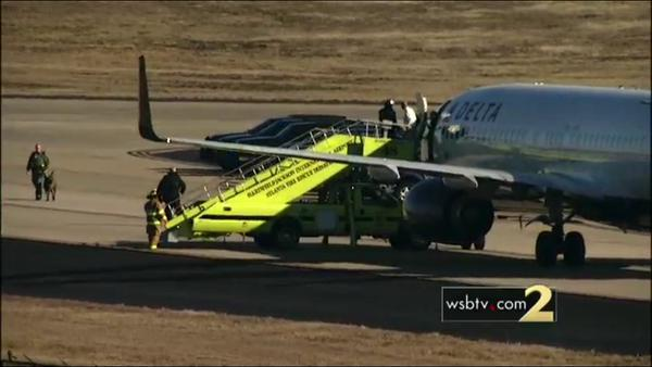 Sân bay Mỹ lại bị đe dọa - 1