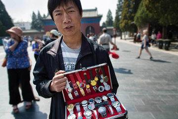 Đồng hồ hàng hiệu Rolex, Omega... hàng Trung Quốc có đủ