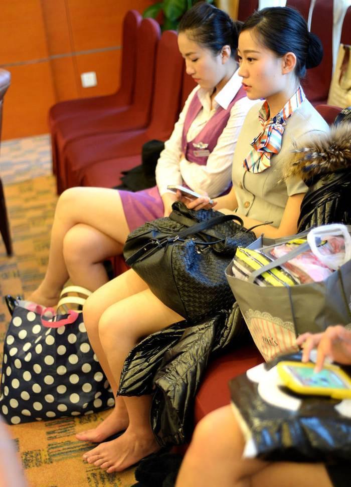 Tuổi 18 đọ chân dài, váy ngắn tuyển tiếp viên hàng không