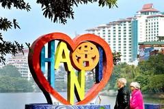 Trái tim Tình yêu Hà Nội bên hồ Trúc Bạch