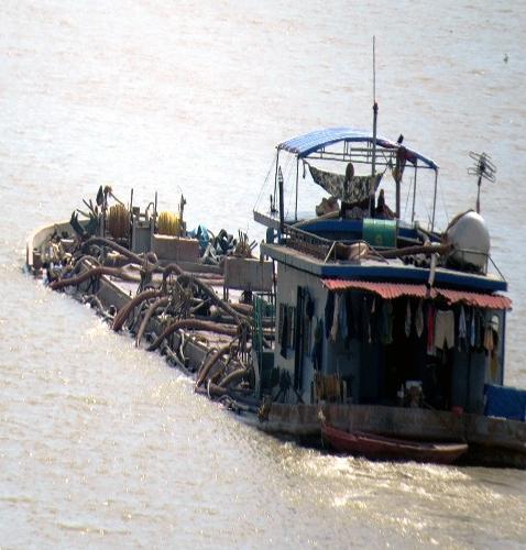 Đoàn tàu ma: Thế lực cạnh tranh với Hà Bá