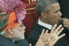 Dân Ấn bất bình vì Obama nhai kẹo cao su
