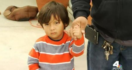 Bé trai 3 tuổi suýt chết vì đạn lạc