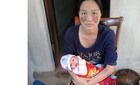 Xót lòng người mẹ trẻ bệnh nặng không tiền chữa trị