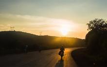Video du lịch 45 ngày bằng xe máy tại VN gây sốt