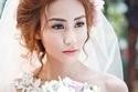 Ngân Khánh tặng trang phục chục triệu cho khách mời cưới