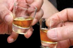 Ăn nhậu tất niên: Cẩn thận gặp họa vì bia rượu