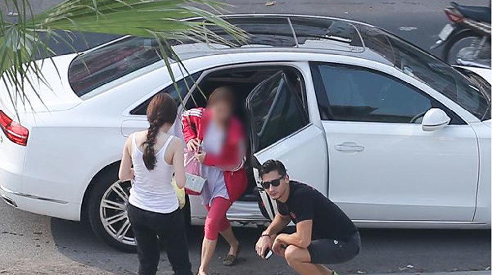Angela Phương Trinh, 'méo mặt', sự cố, xe tiền tỷ