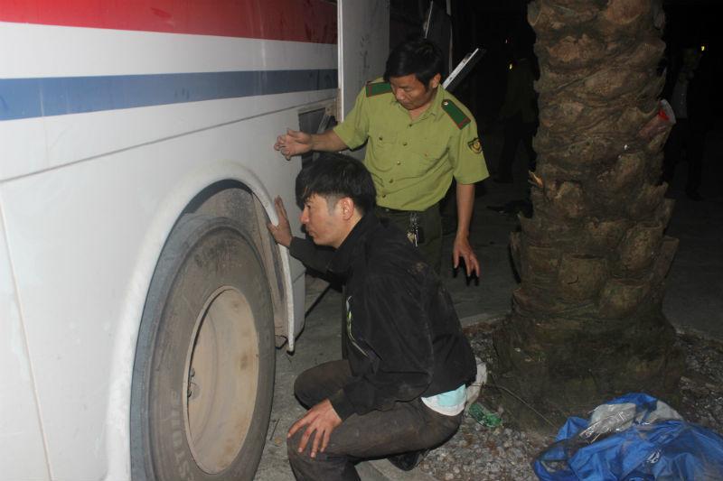 Huy động 50 chiến sĩ vây bắt xe biển Lào chở gỗ, pháo lậu