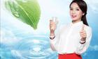 Hoa hậu Kỳ Duyên dưỡng da bằng… nước tinh khiết