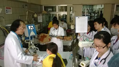 Giao mùa, trẻ viêm phổi đông nghẹt tại viện
