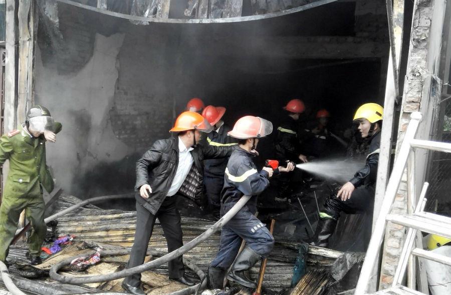 Cháy lớn tại nhà riêng Trưởng phòng PC81 công an Nghệ An