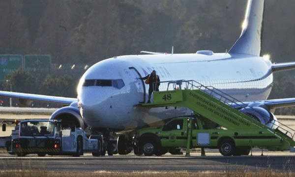 Các hãng hàng không Mỹ bị đe dọa tới tấp